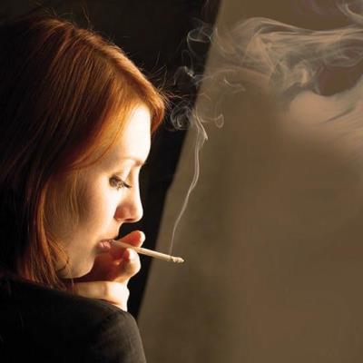 Fumar acelera la llegada de problemas visuales